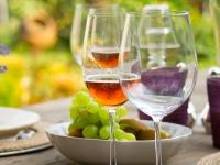 5 errores a evitar con el vino en verano