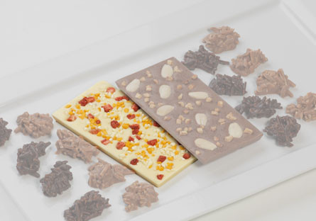 Chocolate blanco con fresa, mango y 'crunch' de yogur