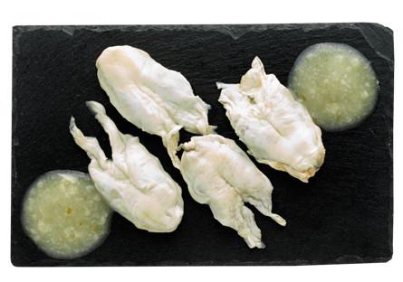 Kokotxas de bacalao al pil pil
