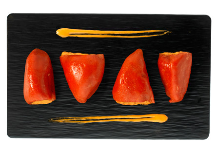 Pimientos del piquillo rellenos de  atún y piparras