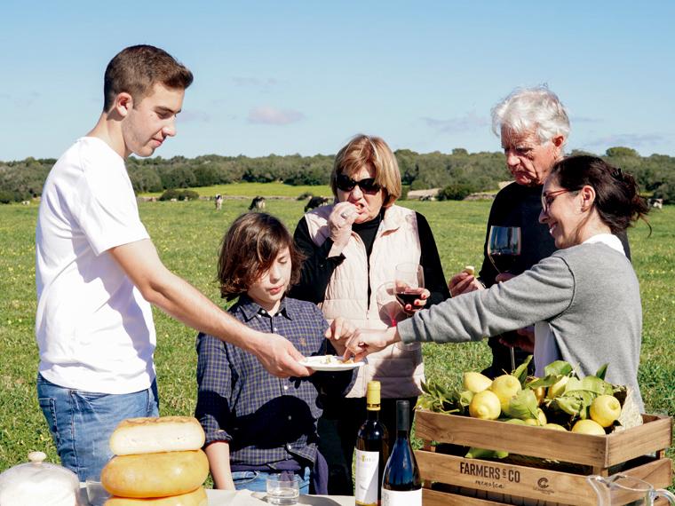 Visita con cata a una granja quesera menorquina